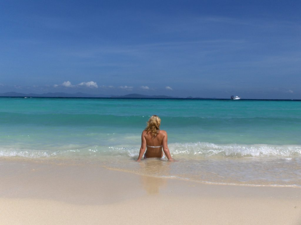 Golven op het strand Thailand