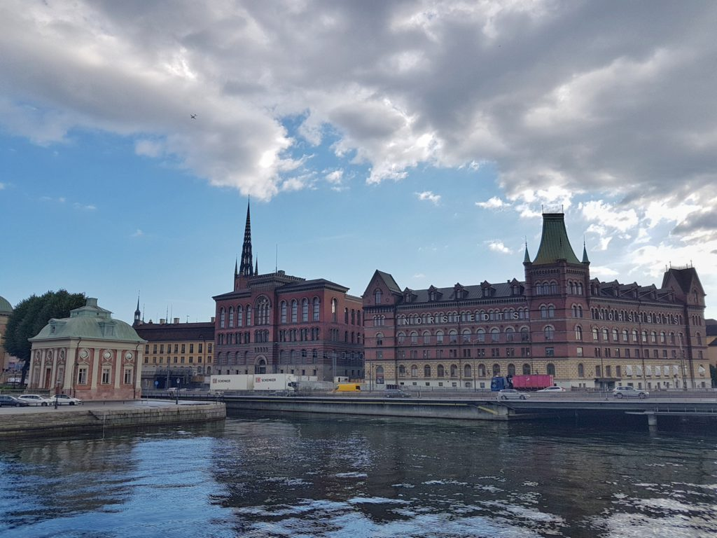 tinder date in stockholm