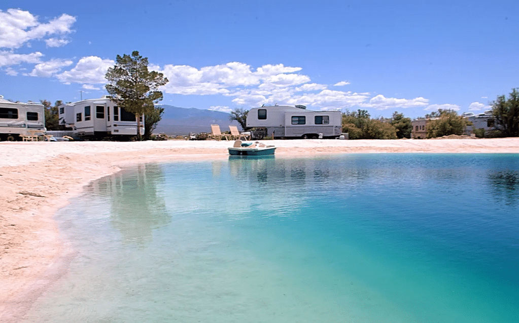 Screenshot 2019 09 11 Sunrise Lagoon Terry RV at Coyote Sunrise Ranch Campers RVs te Huur in Pahrump Nevada Verenigde S...