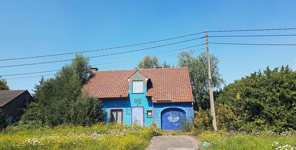 spookdorp Doel huis met graffiti