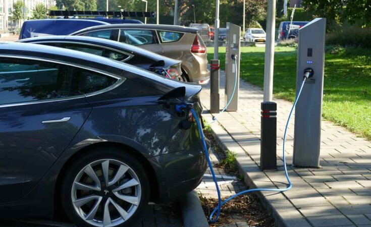 thuis opladen elektrische auto op vakantie
