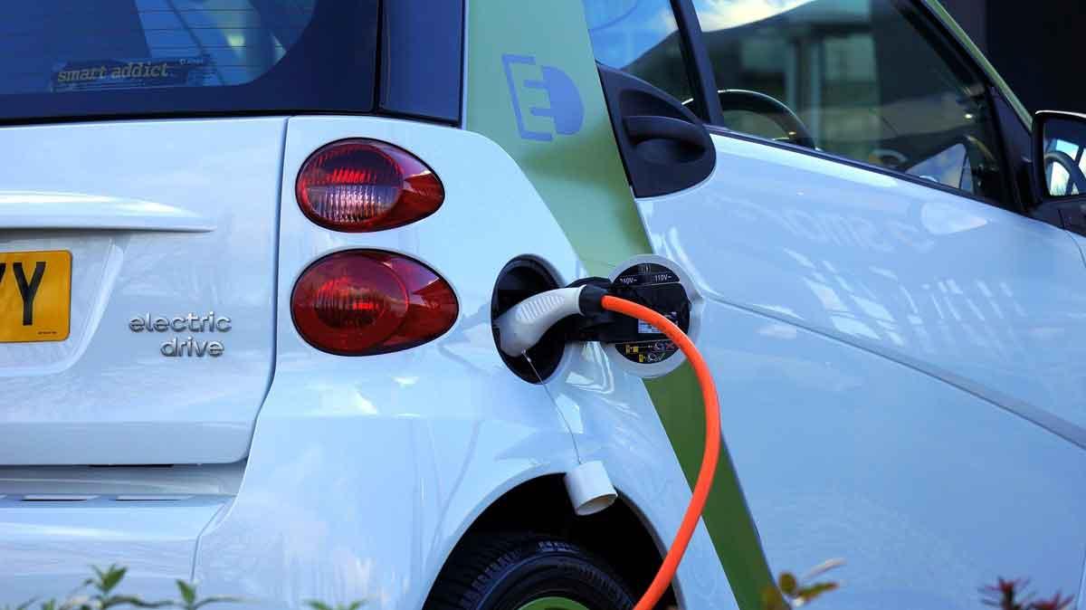 elektrische auto onderweg opladen