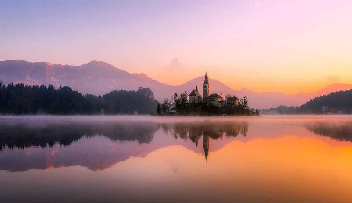 romantisch beeld van het meer van Bled
